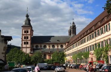 Bildquelle: http://de.wikipedia.org/wiki/F%C3%BCrstentum_Leiningen#/media/File:Amorbach-abteikirche.jpg | Fotograf: Blueduck4711
