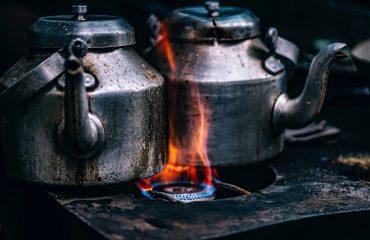 Bildquelle: https://pixabay.com/de/teekannen-t%C3%B6pfe-herd-flamme-1858601/ | Fotograf: https://pixabay.com/de/users/12019-12019/